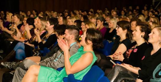 Huuman yleisöä